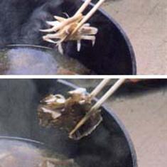きりたんぽ鍋の作り方 ごぼうと舞茸を入れます