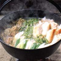 きりたんぽ鍋の作り方 最後にセリをいれ完成
